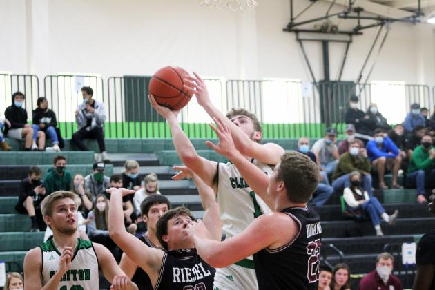Forrest Murphy/Clifton Record/Clifton junior Seth Payne (1) racked up a team-high 25 points versus the West Trojans Tuesday.