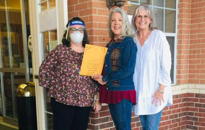 From left, the Lutheran Sunset Activity Director accepts cards of gratitude from Bosque River Valley DAR chapter board members LeAnne McCamey and Carla Sigler. Members of the chapter prepared the cards to be delivered to veterans living in Bosque County nursing homes during Thanksgiving week. Courtesy Photo